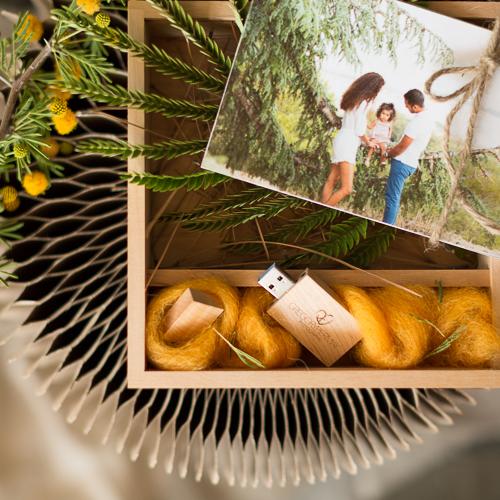 Ecrin en bois et sa clé USB-Gregory Piermay Photographie